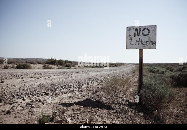 USA, Wyoming, Dirt road and hand made sign - Stock-Bilder