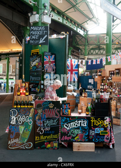 Stall selling all kinds of alcoholic drinks in Borourgh market, Londonj, UK - Stock Image