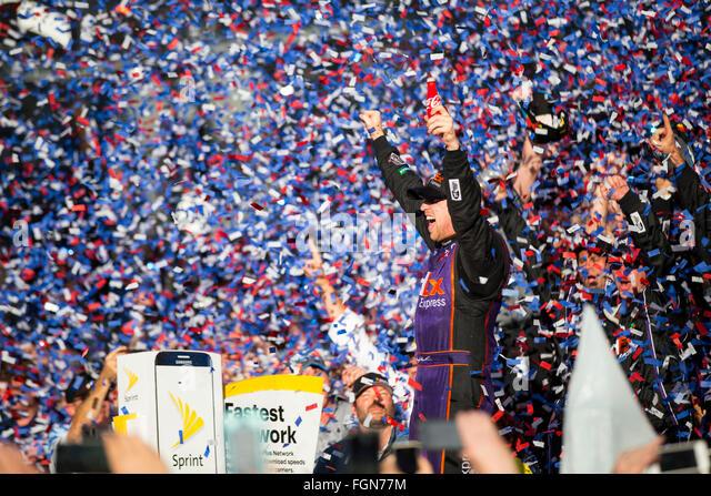 Daytona Beach, FL, USA. 21st Feb, 2016. Daytona Beach, FL - Feb 21, 2016: Denny Hamlin (11) wins the Daytona 500 - Stock-Bilder
