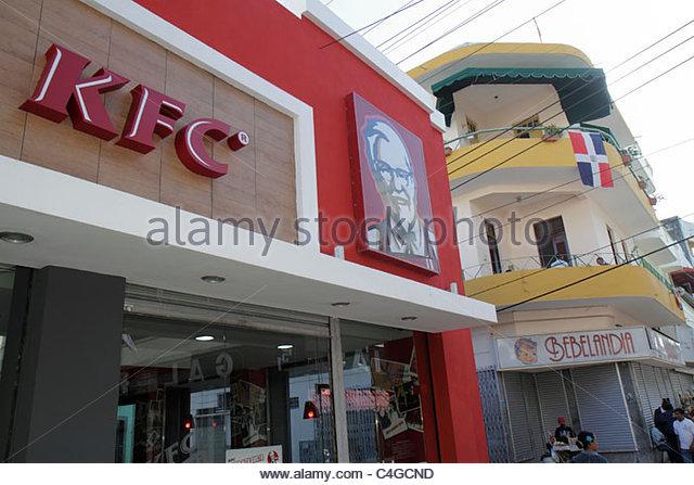 Santo Domingo Dominican Republic Ciudad Colonia Calle el Conde Peatonal pedestrian mall business district KFC Kentucky - Stock Image
