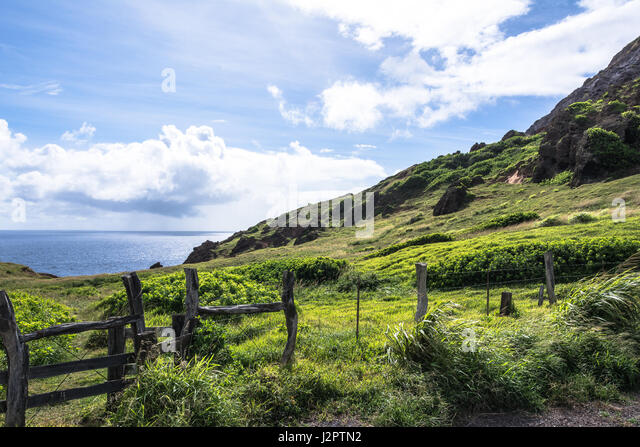 the-ocean-view-from-kahekili-highway-in-