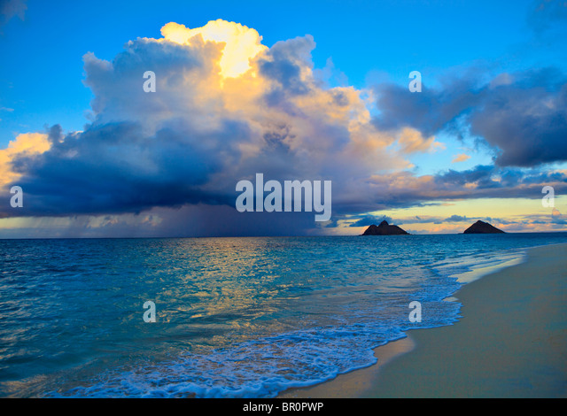 late afternoon offshore rainstorm at lanikai beach, hawaii - Stock Image