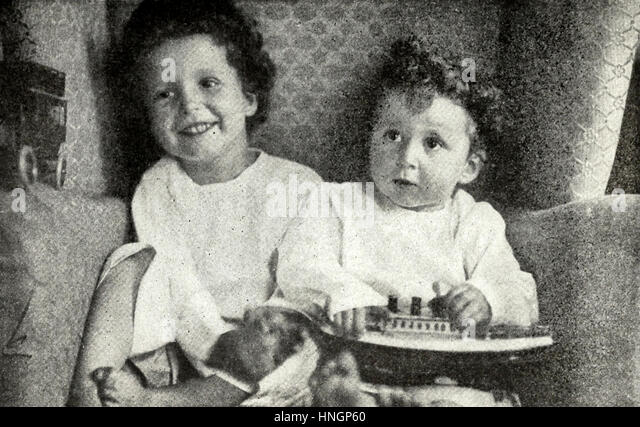 Orphaned by the wreck - When the Carpathia reached New York, these two little French children were found in the - Stock Image