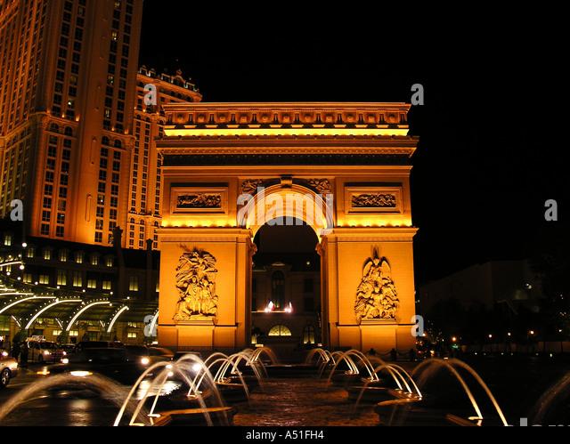 Las Vegas Arc de Triomphe Arch Triumph Paris Hotel Casino and Resort strip night neon lights building architecture - Stock Image