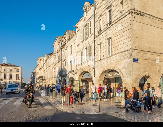 Tourists in shopping arcades, Rue Albert 1er, La Rochelle, France. - Stock Image