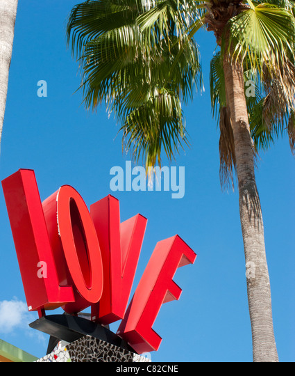 LOVE SIGN AND PALM TREE IN DOWNTOWN DISNEY ORLANDO FLORIDA - Stock-Bilder