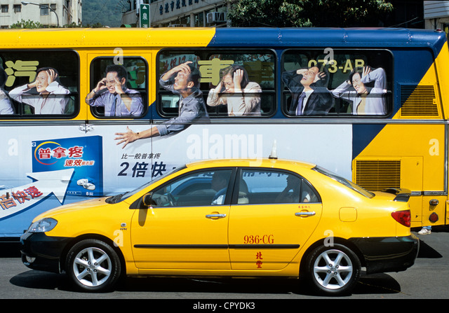 Taiwan, Taipei, taxi and unusual bus in downtown - Stock Image