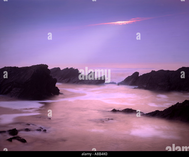 IE - CO.KERRY:  Sunset over Ballyferriter Bay on the Dingle Peninsula - Stock Image