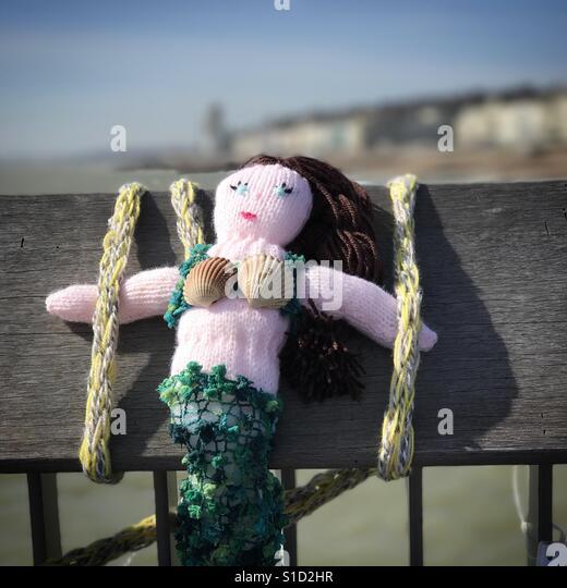 Knitted mermaid on Hastings Pier. - Stock-Bilder
