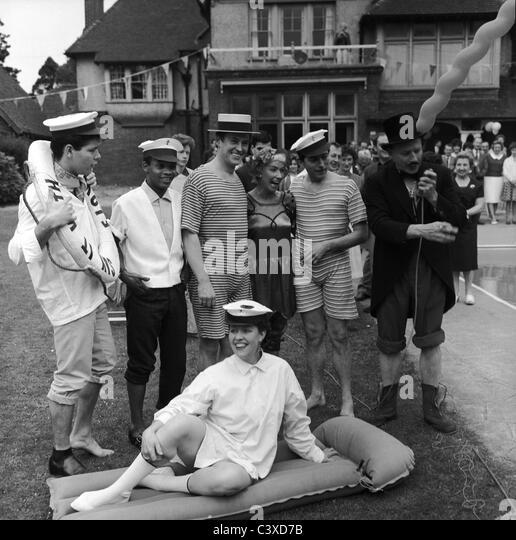 Beach party at Dorothy Squires' house, photo Harry Hammond. Kent, UK, 1961 - Stock-Bilder