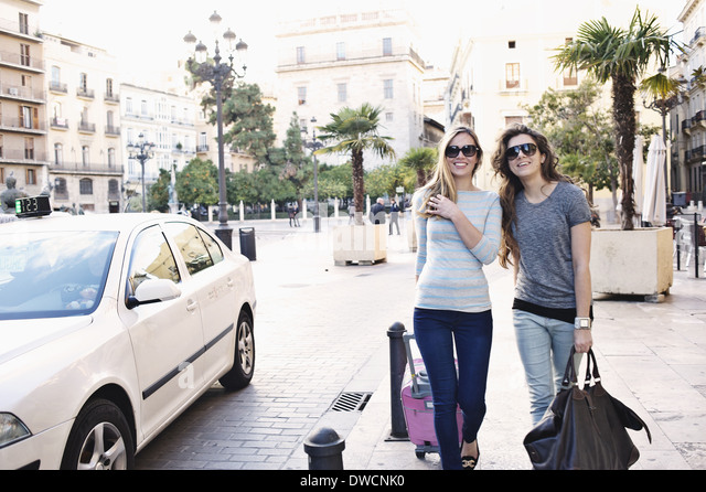 Two young female friends out shopping, Valencia, Spain - Stock Image
