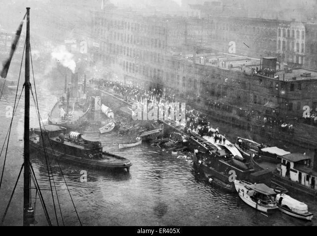 SS Eastland passenger ship overturns on Chicago River - Stock-Bilder