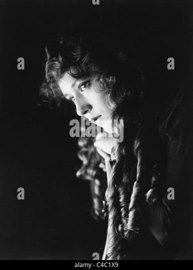 Vintage portrait photo circa 1910s of Canadian-born film actress Mary Pickford (1892 - 1979). - Stock Image