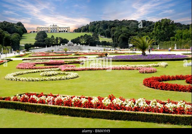 The Gloriette in the Schonbrunn Palace Garden, Vienna, Austria - Stock-Bilder
