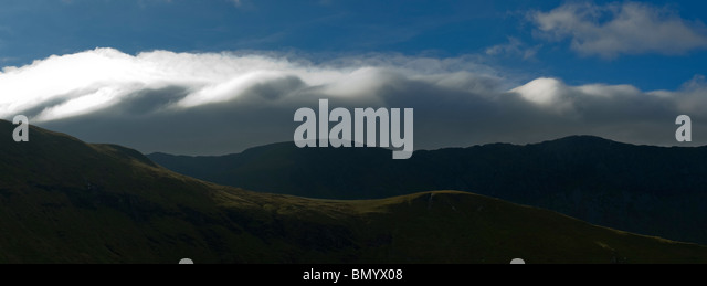 Kelvin-Helmholtz (K-H) wave clouds over the Aran Fawddwy ridge, Snowdonia National Park, Wales, UK - Stock Image