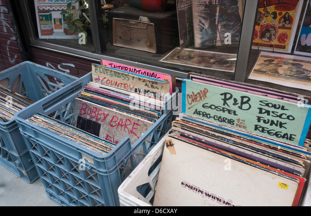 Used Cars In Tacoma Washington ... Store, used records in milk crates ourside the shop. - Stock Image