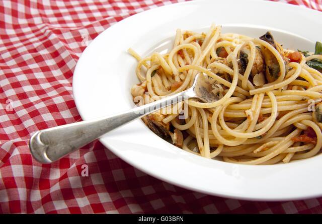 how to make seafood spaghetti sauce