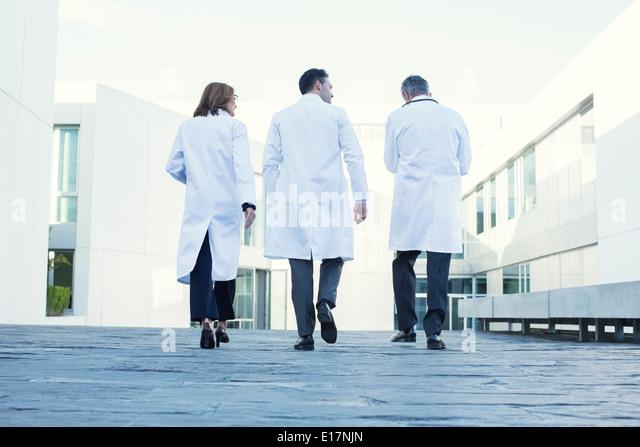 Doctors walking on rooftop - Stock Image