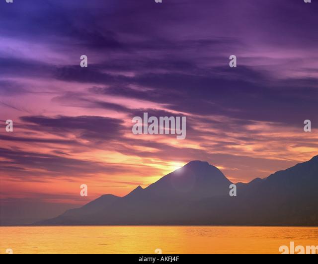 IT - LAKE GARDA: Sunset over the lake seen from Torri del Benaco - Stock-Bilder