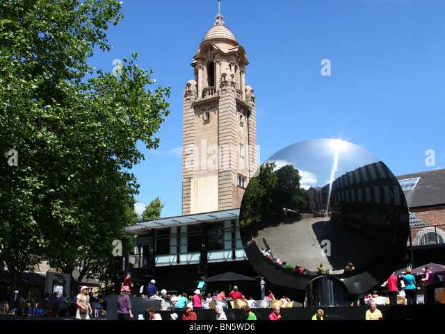 Nottingham Playhouse and Sky Mirror sculpture, Nottingham, England, U.K. - Stock Image