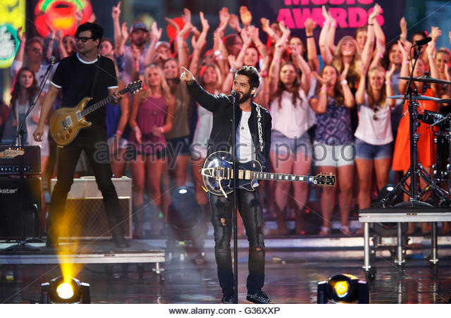 "Singer Thomas Rhett performs ""T-Shirt"" during the 2016 CMT Music Awards in Nashville, Tennessee U.S. June - Stock Image"
