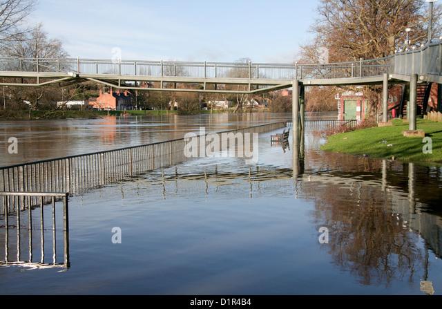 Floods 1.1.2013 River Severn overflows riverside walk Worcester Worcestershire England UK - Stock Image