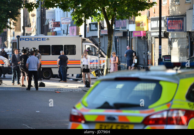 Finsbury Park, London, UK. 19th June 2017. A van ran into worshippers outside Finsbury Park Mosque. Credit: Matthew - Stock-Bilder