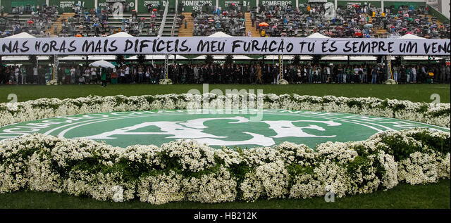Chapeco, Brazil. 3rd Dec, 2016. Image provided by the Brazilian Presidency shows people standing for the tribute - Stock-Bilder
