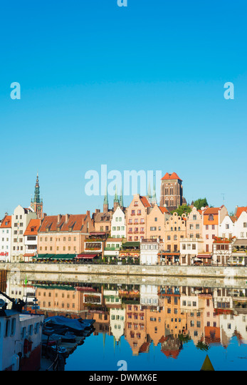 Canal side houses and skyline, Gdansk, Poland, Europe - Stock-Bilder