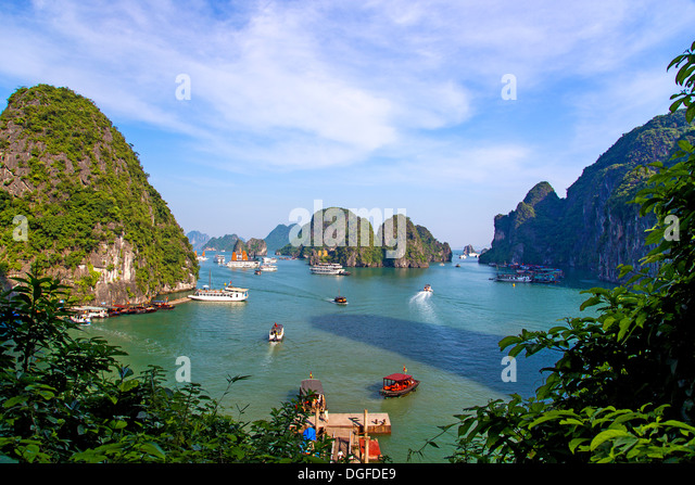 A view of Ha Long Bay in Vietnam - Stock-Bilder
