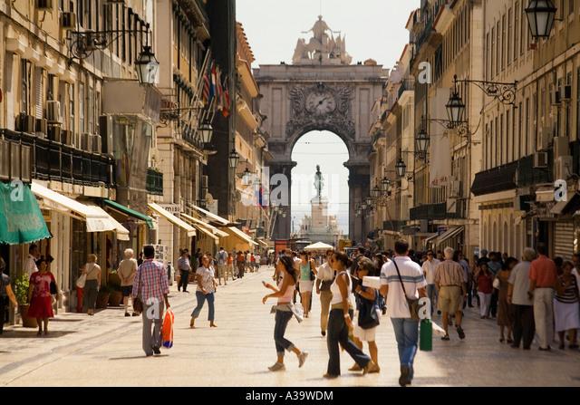 Portugal Lisbon Rua Augusta shopping street Lissabon Rua Auguasta einkaufsstrasse belebt - Stock Image