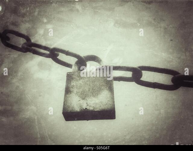 Old padlock and chain with grunge effect applied. - Stock Image