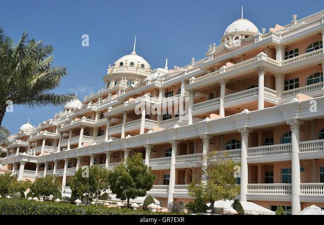 Dubai luxury house stock photos dubai luxury house stock for Luxury hotels in dubai marina