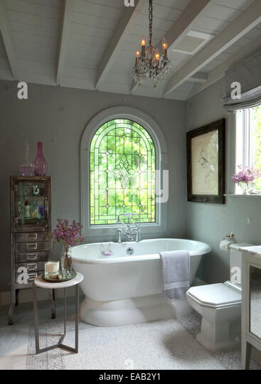 Contemporary bathroom with bath tub - Stock Image