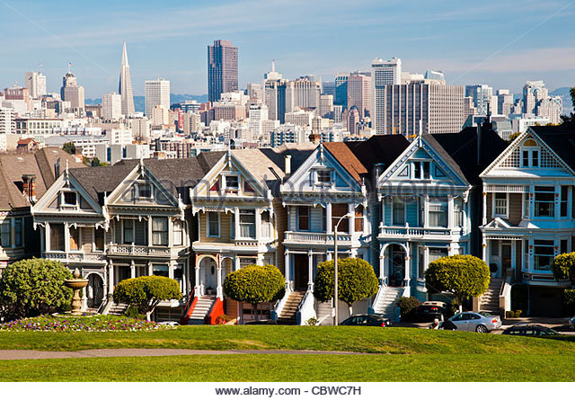 A row of Victorian houses known as the 'Painted Ladies' in Alamo Square, San Francisco, California, USA - Stock Image