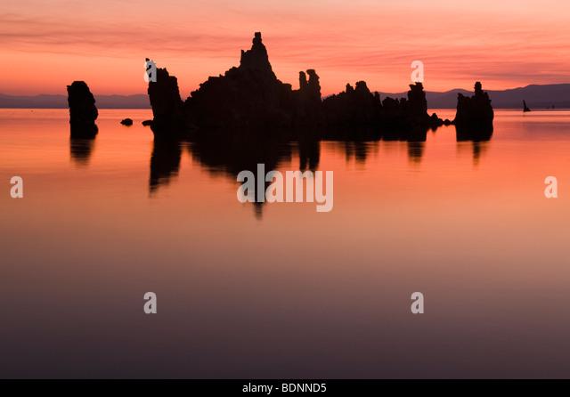 Tufa Towers at Sunrise, Mono Lake, Eastern Sierra Nevada, California - Stock-Bilder