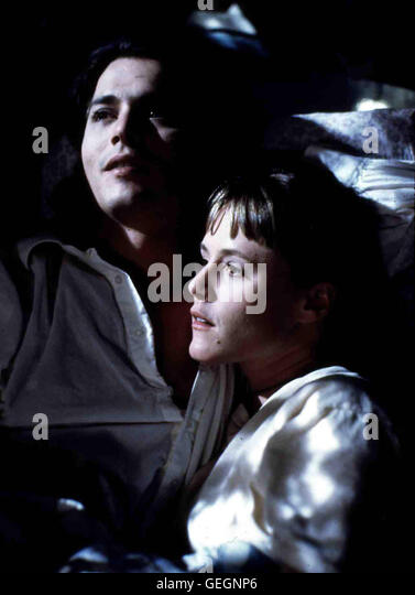Mary Stuart Masterson, Johnny Depp Joon (Mary Stuart Masterson) ist sehr gluecklich mit Sam (Johnny Depp). *** Local - Stock Image