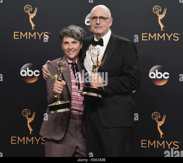 LOS ANGELES, CA - SEPTEMBER 18:  Jill Soloway and Jeffrey Tambor in the press room at the 68th Emmy Awards at the - Stock-Bilder