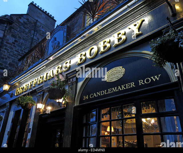 Greyfriars Bobby historic pub at dusk, Edinburgh Old Town, Dog outside, Lothians, Scotland, UK - Front - Stock Image