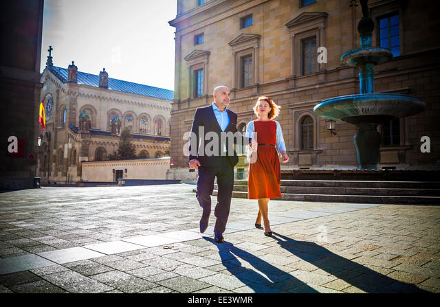 Senior couple walking in town, Munich, Bavaria, Germany - Stock-Bilder