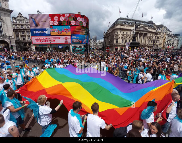 London, UK. 25th June 2016. Giant Rainbow Flag at the Pride London Parade in London where the theme is #nofilter - Stock-Bilder