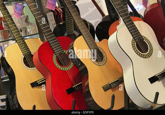 electric guitars display stock photos electric guitars display stock images alamy. Black Bedroom Furniture Sets. Home Design Ideas