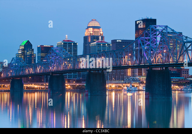 USA, Kentucky, Louisville, City View and Clark Memorial Bridge - Stock-Bilder