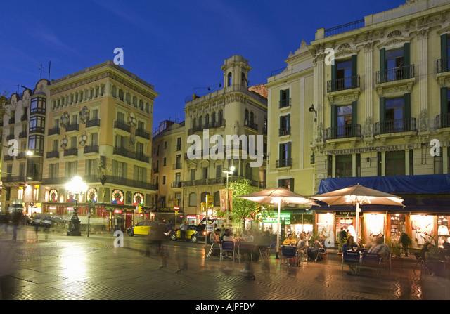 Spain Barcelona Las Ramblas dusk tourists street cafe at night - Stock Image