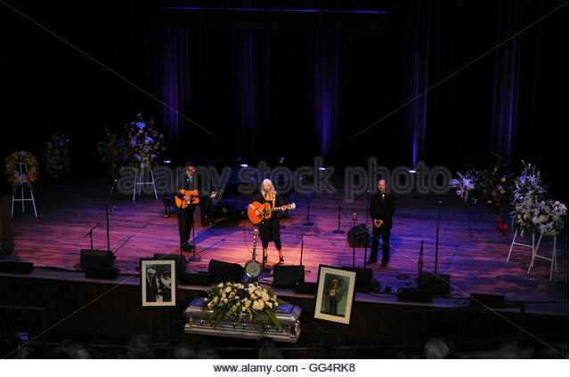 Vince Gill (L), Emmylou Harris (C) and Jon Randall Stewart perform during musician Earl Scruggs' funeral at - Stock Image