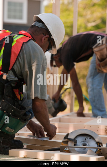 Carpenters working at a construction site - Stock Image