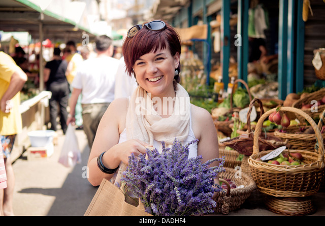 Happy young women at the farmers market - Stock Image
