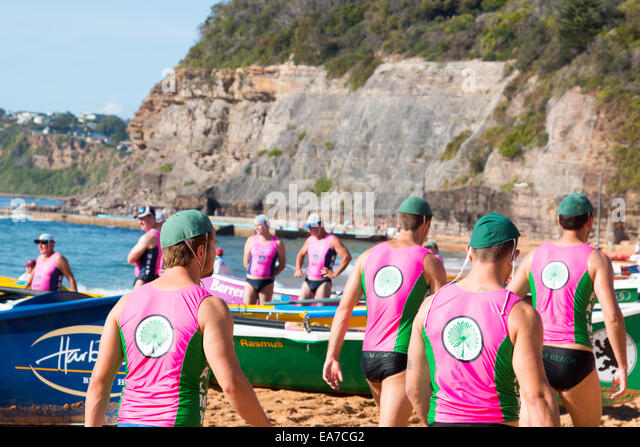 Sydney, Australia. 8th Nov, 2014. Summer surfboat racing competition amongst surfclubs located on Sydney's northern - Stock-Bilder