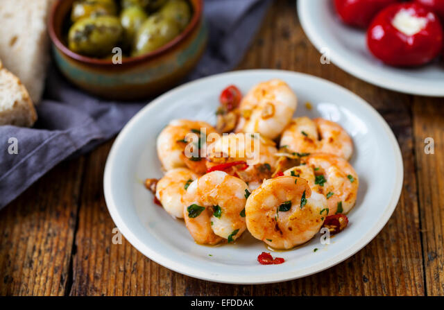 Spanish tapas: prawns, olives and peppers - Stock Image