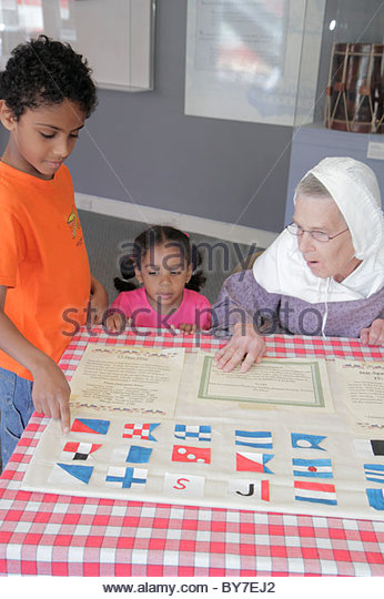 Baltimore Maryland East Pratt Street Star Spangled Banner Flag House museum history Mary Pickersgill reenactor woman - Stock Image